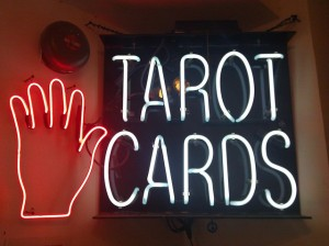 Sign for tarot cards and palm reading