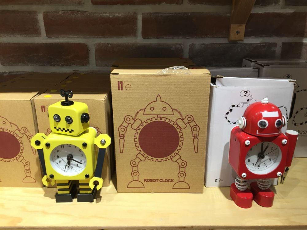 10-robot-clock